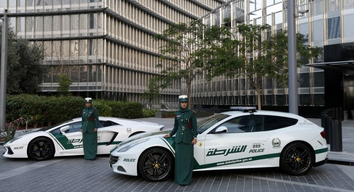 Раскошные полицейские машины в Дубаи (4)