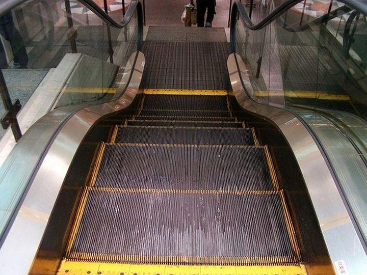 Самый короткий эскалатор в мире (4)