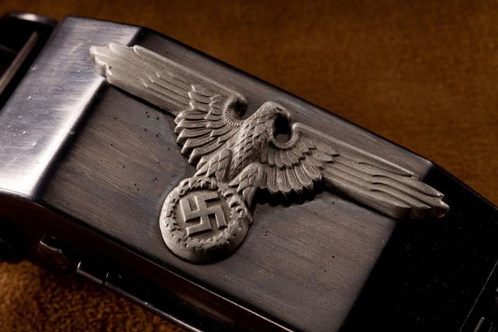 Пряжка-пистолет нацистских офицеров СС (3)