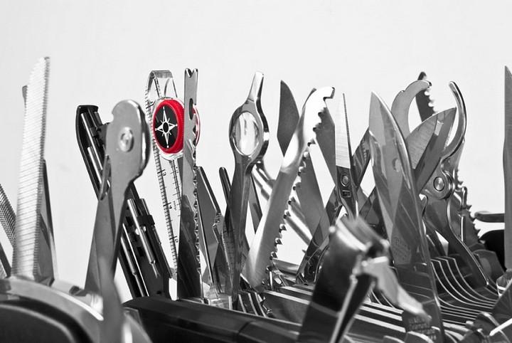 Самый большой в мире швейцарский многофункциональный нож Wenger Giant Knife (2)