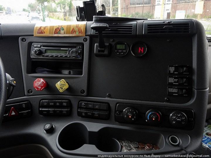 Американский грузовик Freighliner Cascadia внутри кабины, как выглядит американский тягач внутри, органы управления (7)