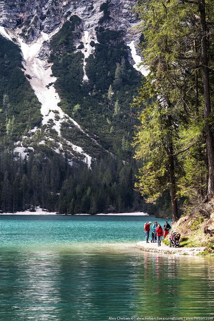 Озеро Брайес (Lago di Braies) в Италии (10)