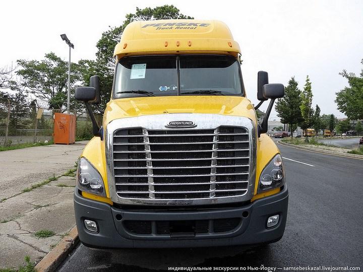 Американский грузовик Freighliner Cascadia внутри кабины, как выглядит американский тягач внутри, органы управления (16)