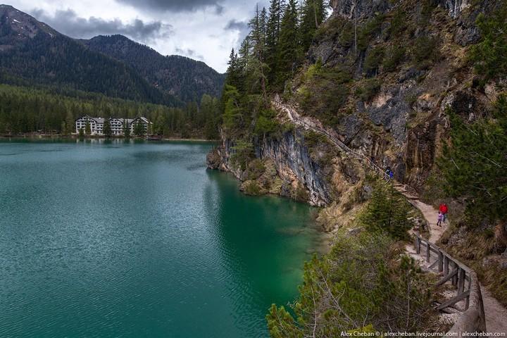 Озеро Брайес (Lago di Braies) в Италии (17)