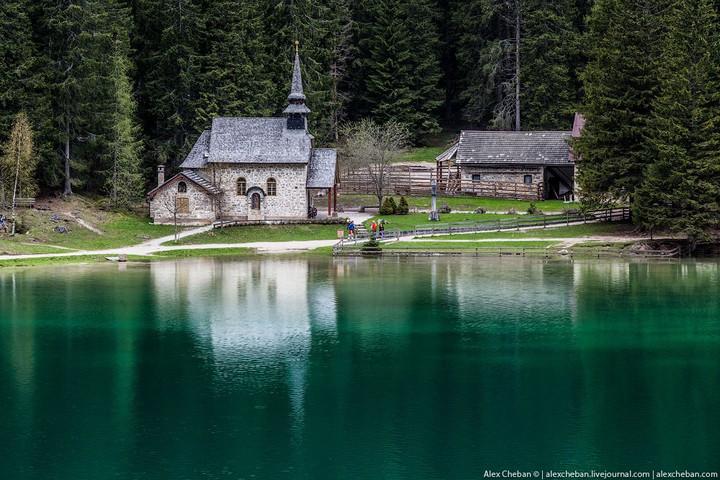 Озеро Брайес (Lago di Braies) в Италии (19)