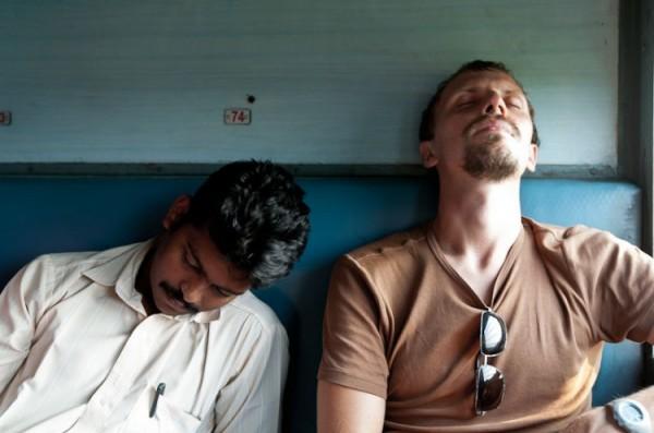 Как спят люди в Индии (16)