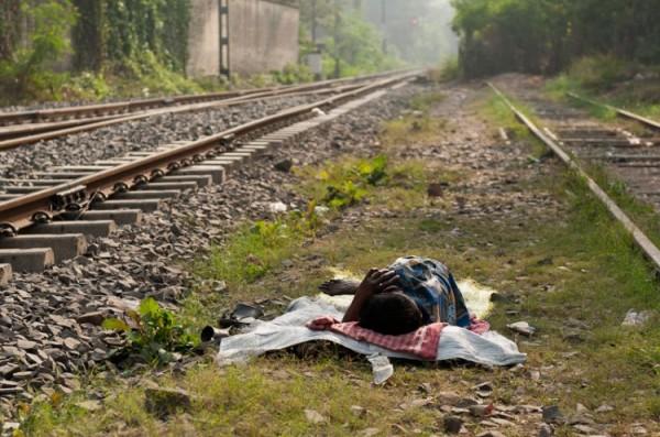 Как спят люди в Индии (15)