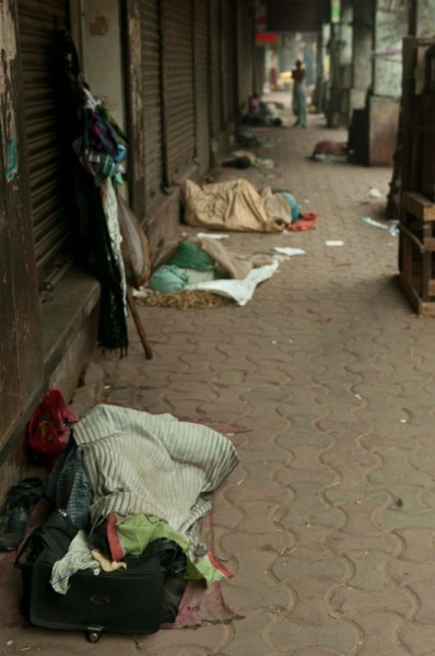 Как спят люди в Индии (14)