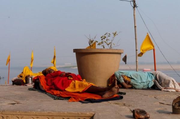 Как спят люди в Индии (7)