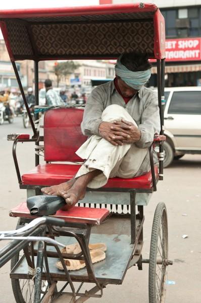 Как спят люди в Индии (2)
