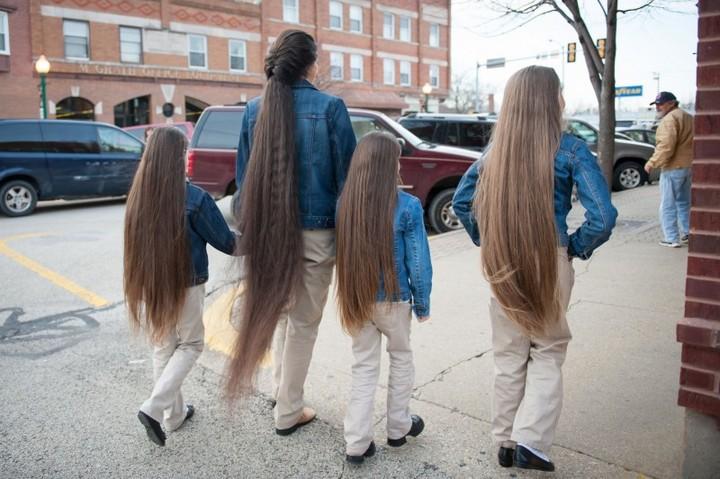 Семья с длинными волосами (2)