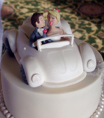 Самые необычные и красивые свадебные торты. Прикольные торты на свадьбу (13)