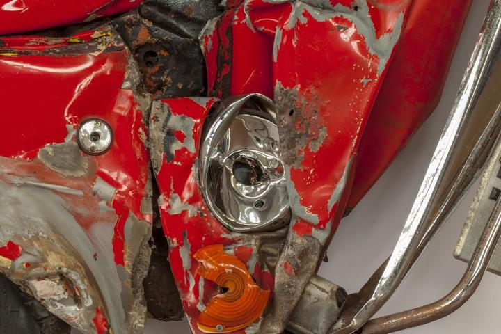 Спрессованные, раздавленные старые машины как искусство (5)