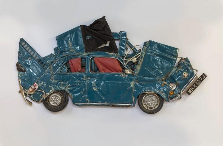 Спрессованные, раздавленные старые машины как искусство (8)