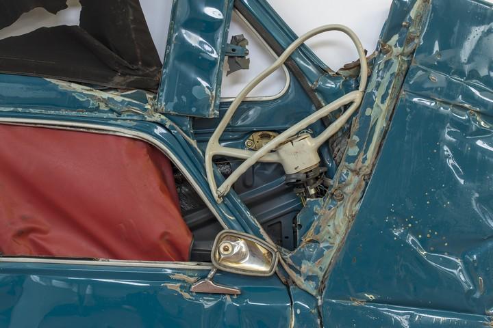 Спрессованные, раздавленные старые машины как искусство (9)
