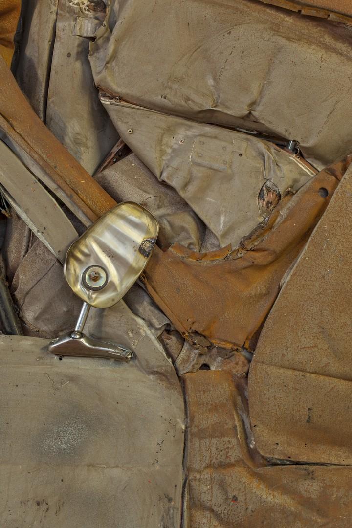Спрессованные, раздавленные старые машины как искусство (14)