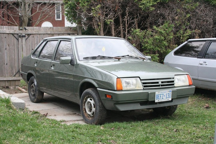 Русские машины на улицах Америки и Канады (16)