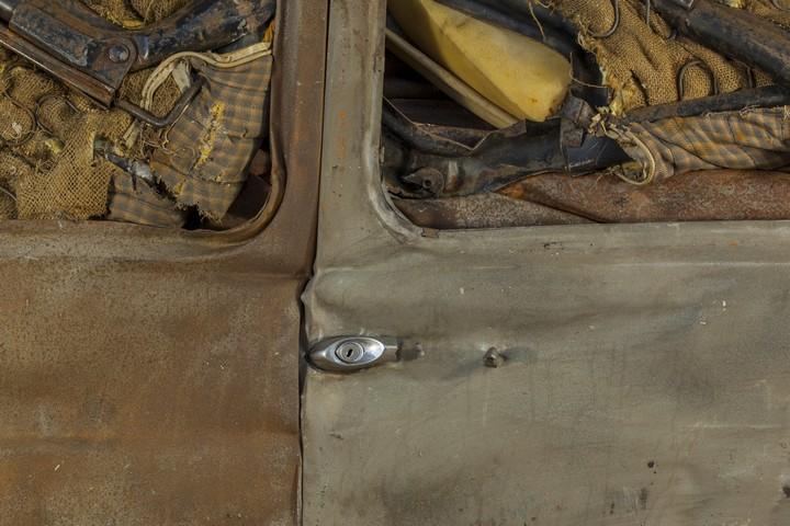 Спрессованные, раздавленные старые машины как искусство (17)