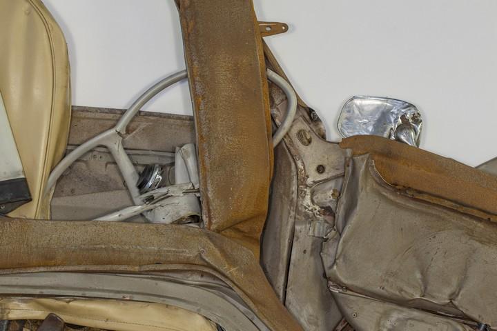 Спрессованные, раздавленные старые машины как искусство (18)
