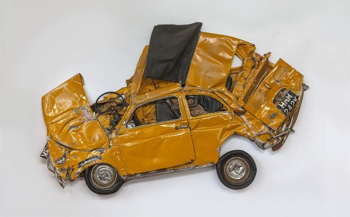 Спрессованные, раздавленные старые машины как искусство (20)