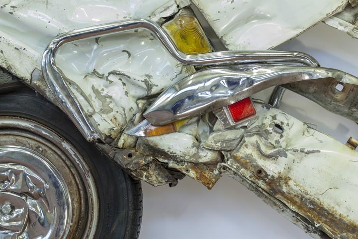Спрессованные, раздавленные старые машины как искусство (24)
