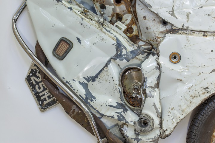 Спрессованные, раздавленные старые машины как искусство (25)