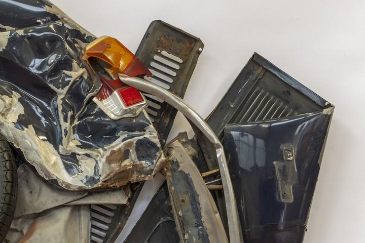 Спрессованные, раздавленные старые машины как искусство (27)