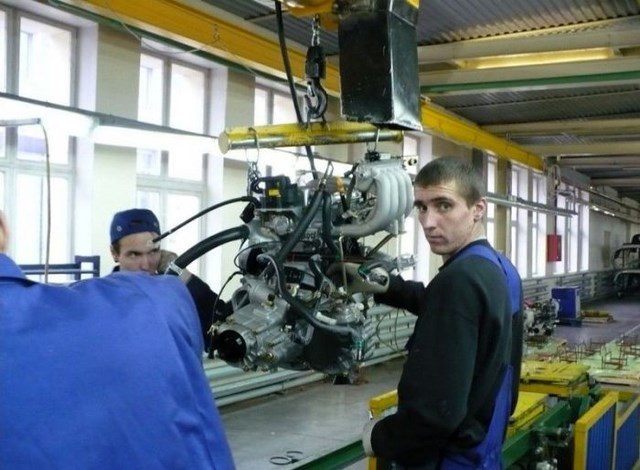 Фото с завода по сборке автомобилей (22)