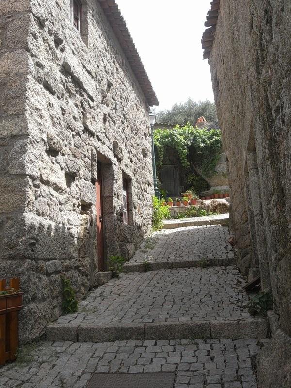 Монсанто - каменная деревня в Португалии (17)