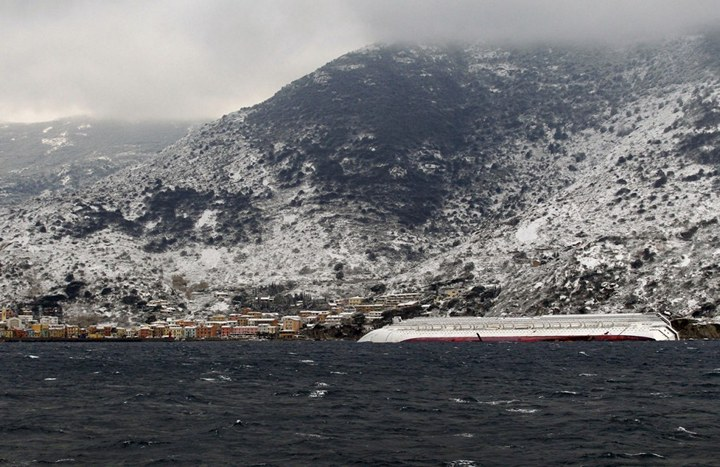 Операция по подъему лайнера Costa Concordia (17)