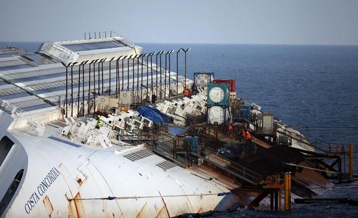 Операция по подъему лайнера Costa Concordia (20)