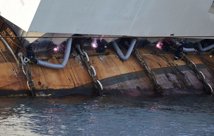 Операция по подъему лайнера Costa Concordia (21)