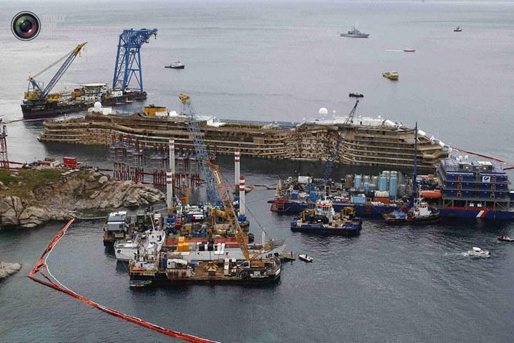 Операция по подъему лайнера Costa Concordia (24)