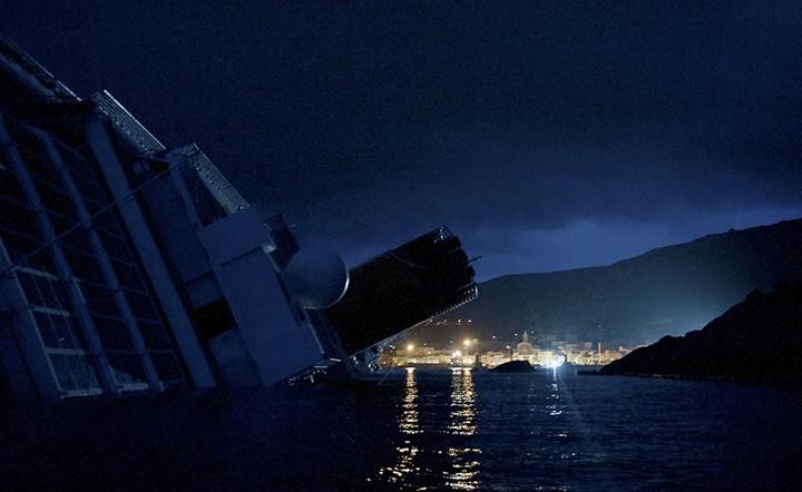 Операция по подъему лайнера Costa Concordia (4)