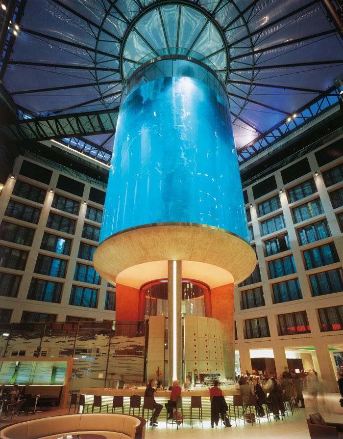 """Самый большой аквариум в отеле """"Radisson Blu"""", Германия (8)"""