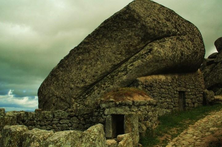 Монсанто - каменная деревня в Португалии (12)