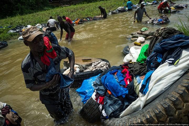 Как стирают в Кот-д'Ивуаре (1)