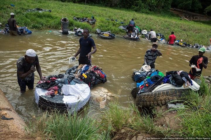 Как стирают в Кот-д'Ивуаре (2)