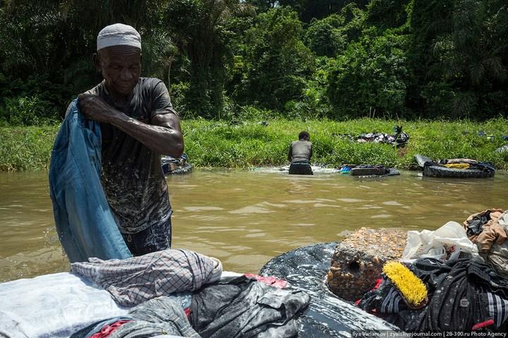 Как стирают в Кот-д'Ивуаре (7)