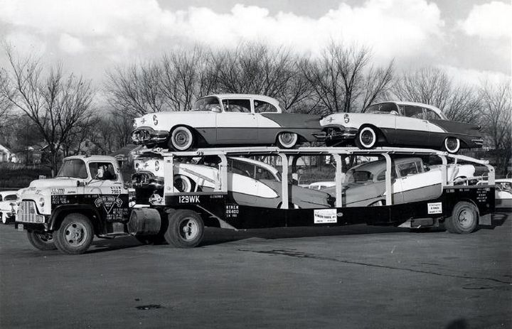 Фото старых американских грузовиков (10)