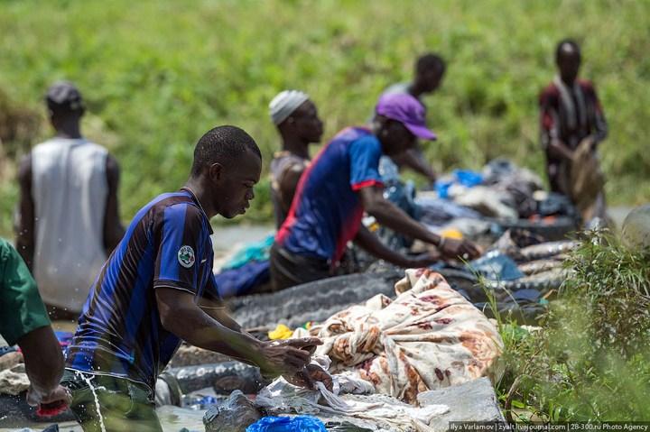 Как стирают в Кот-д'Ивуаре (10)