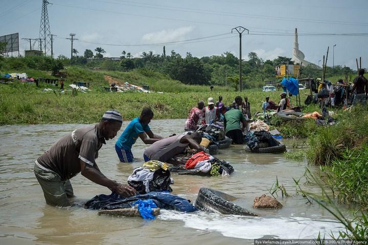 Как стирают в Кот-д'Ивуаре (11)