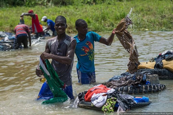 Как стирают в Кот-д'Ивуаре (12)