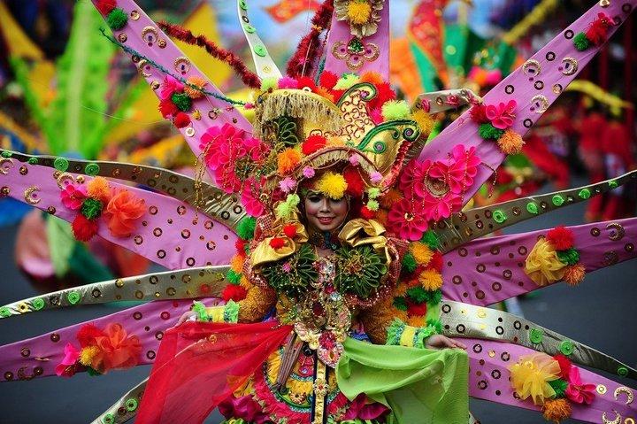 Необычный карнавал в индонезийском Джембере (1)
