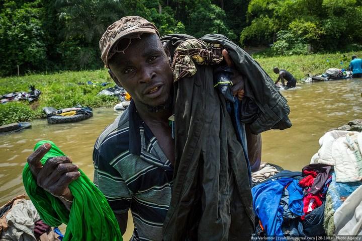 Как стирают в Кот-д'Ивуаре (13)