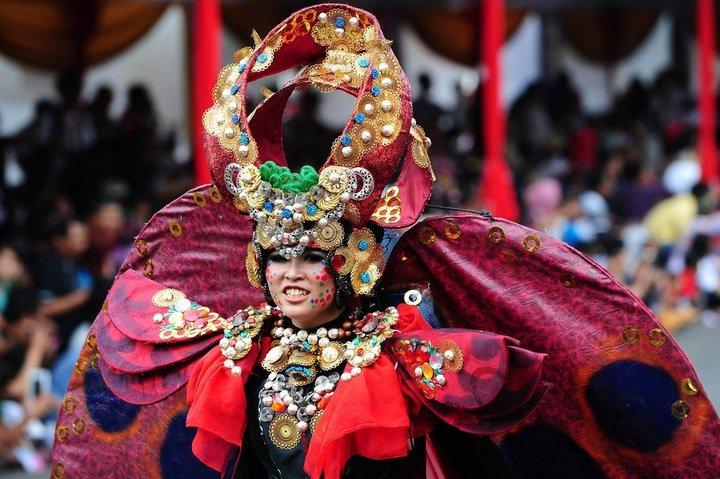 Необычный карнавал в индонезийском Джембере (26)