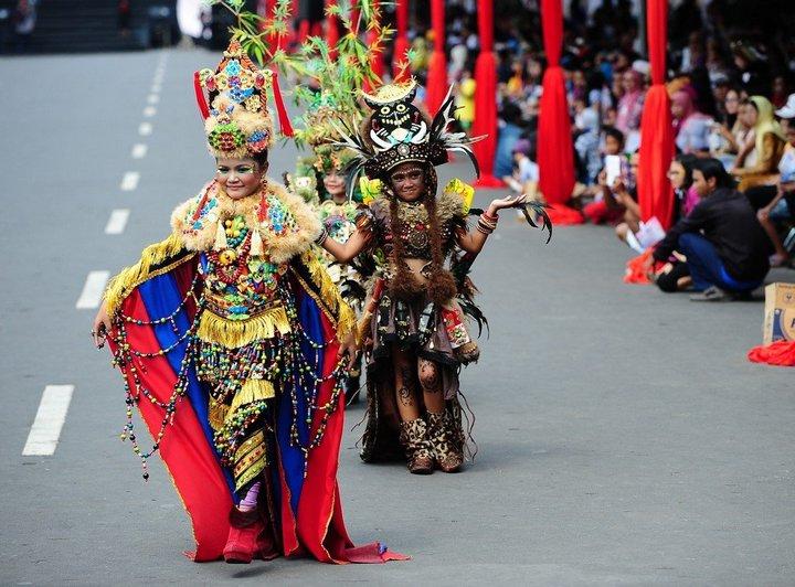 Необычный карнавал в индонезийском Джембере (31)