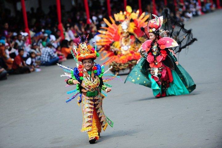 Необычный карнавал в индонезийском Джембере (32)