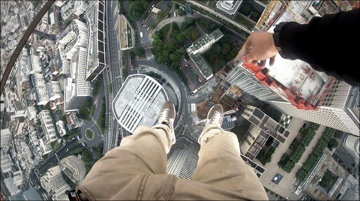Руферы, как залезть на высокое здание в Европе (51)