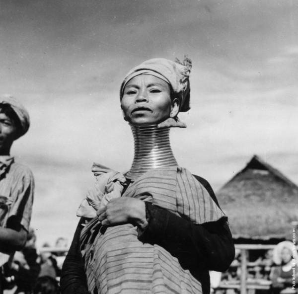 Девушки с длинными шеями из племени Падаунгов в Лондоне (4)